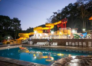 Hotel MATO GROSSO ÁGUAS QUENTES - Santo Antonio de Leverger – Fica no  Parque Estadual de Águas Quentes e para resumir é um encontro com o prazer que encontramos nos banhos nas piscinas de águas termais, no contato íntimo com a natureza preservada do Parque , na emoção .... Confira!