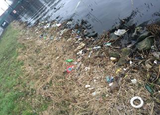 Todo dia Tommy Kleyn  passava pelas margens de um rio lotado de lixo. Incomodado, ele tomou uma decisão...  Confira!