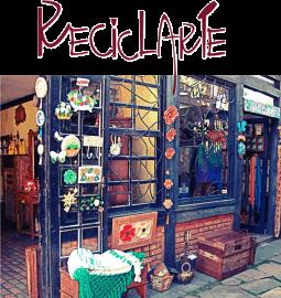 """RECICLARTE, a simpática e charmosa loja em Itaipava que oferece a saudável opção de """"ir às compras"""" sem ferir o meio ambiente.  Tem de tudo, móveis artesanais com madeira de demolição e pallet, decoração, artesanato, luminárias, bijous ... Confira!"""