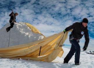 Para impedir o derretimento provocado pelas mudanças climáticas  do pico sul de Kebnekaise, maior montanha da Suécia... Confira!