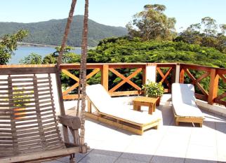 Pousada GREEN – Florianopolis - Cercada de Mata Atlântica , áreas arborizadas, com apenas seis unidades, aPousada Green garante a privacidade com beleza, charme e aconchego. Confira! embreve