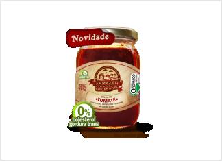 """GELEIA ORGÂNICA DE TOMATE A versatilidade do tomate orgânico à sua disposição. Seu sabor e textura surpreendentes – aromatizada com capim limão, funcho e gengibre e de consistência de goiabada mole – proporcionam utilização como um fino """"Romeu e Julieta"""", se acompanhada de queijos Minas (frescal, padrão e meia cura) ou Canastra."""