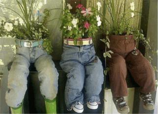 Flores, reciclando os velhos jeans e uma pitada de humor. Tudo de bom!  Confira!