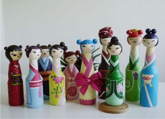 Inspirada nas bonecas japonesas Kokeshi, Dianne Lane criou essas charmosas  bonecas reaproveitando embalagens de shampoo e/ou garrafas de vidro. Confira!