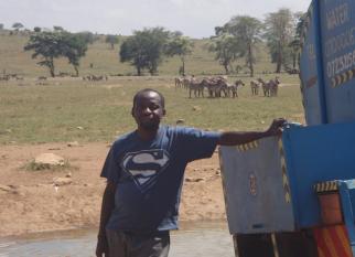 Centenas de animais selvagens no Quenia, morreriam de sede, se não fosse a iniciativa desse homem -  Patrick Kilonzo Mwalua.