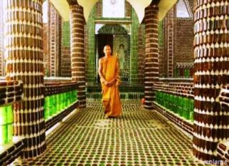 Templo budista construído com um milhão e meio de garrafas recicladas. Confira!