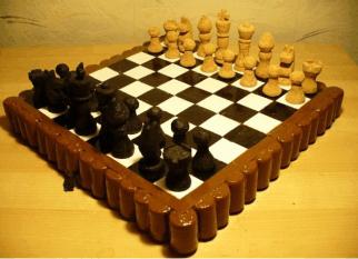 Recriando as rolhas das garrafas de vinho, criando esse jogo de xadrez. Encantador! Confira!