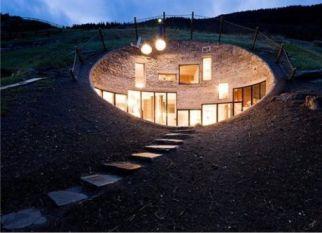 Uma casa subterrânea em completa harmonia com a natureza. Confira!