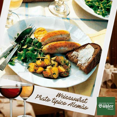 Esse é para ficar com água na boca, o  Weisswurst - uma salsicha branca alemã feita de carne de vitelo e de porco, servida levemente frita e acompanhada de batatas.