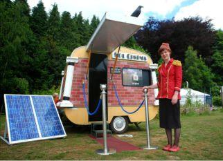 Cinema móvel, alimentado por energia solar.Confira!